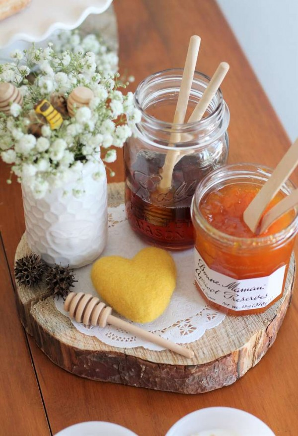 Bright-Bee-Loved-Baby-Shower-Preserves