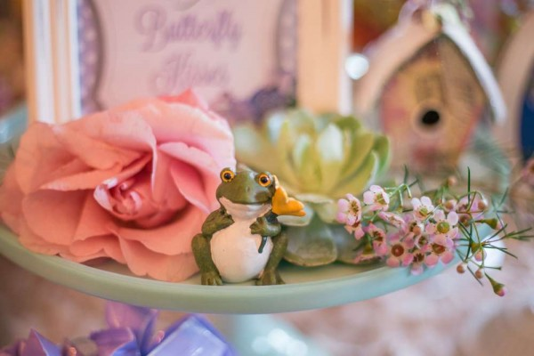 Charming-Garden-Baby-Shower-Frog