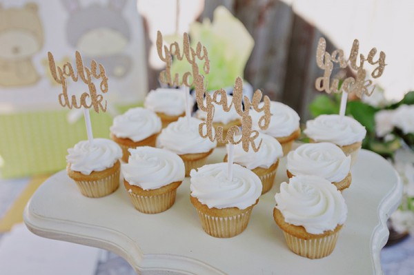 Floral-Backyard-Baby-Shower-Cupcakes