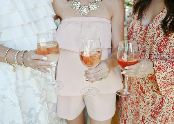 Floral-Backyard-Baby-Shower-Wine