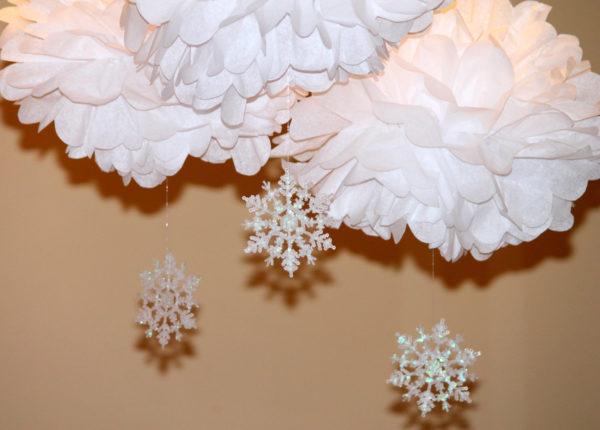 snowflake-pom-pom-baby-shower-first-birthday-decoration-winter-wonderland-onederland