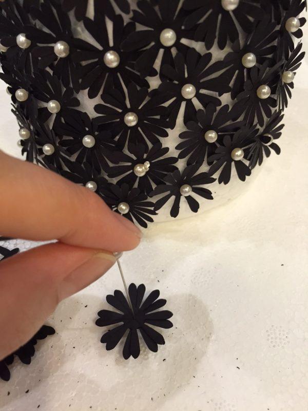 11-diy-paper-flower-christmas-tree-tutorial-last-bits