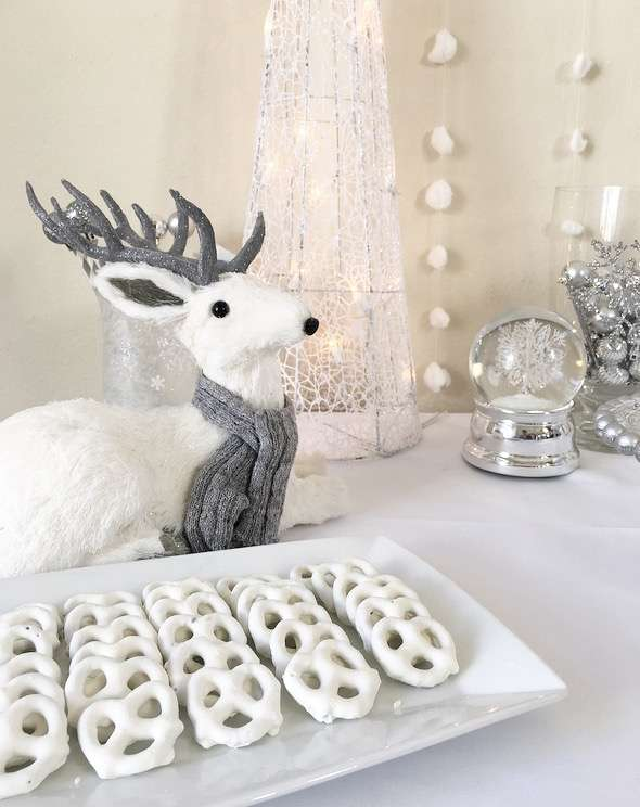 silver-and-white-snowy-baby-shower-reindeer