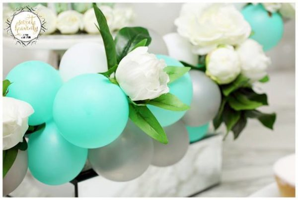 flowery-green-mint-and-white-baby-shower-balloons-flowers