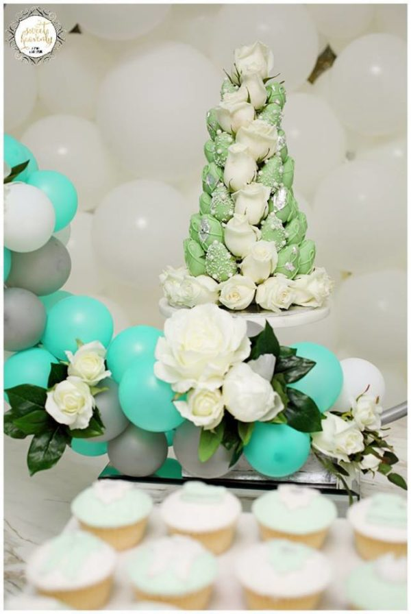 flowery-green-mint-and-white-baby-shower-flower-tree