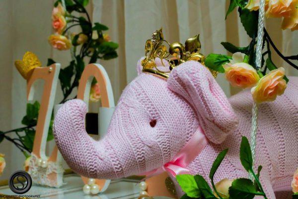 glamourous-baby-love-shower-elephant-decor