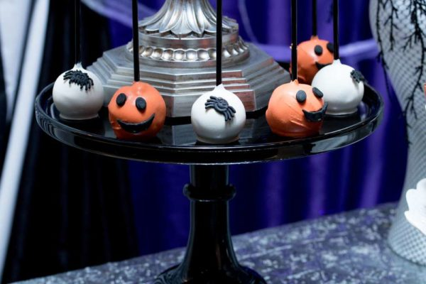spooktacular-baby-shower-cakepop-stand