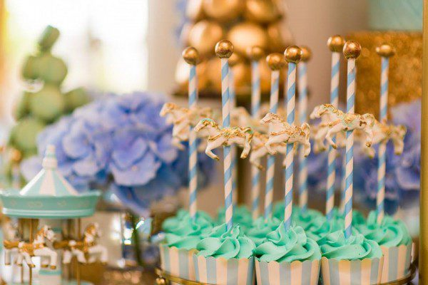 golden-carousel-babyshower-swirly-straws-600x400