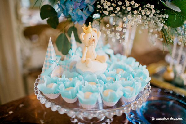 golden-royal-prince-baby-shower-snack-decor