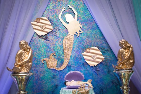 blue-green-under-the-sea-baby-shower-golden-decorations
