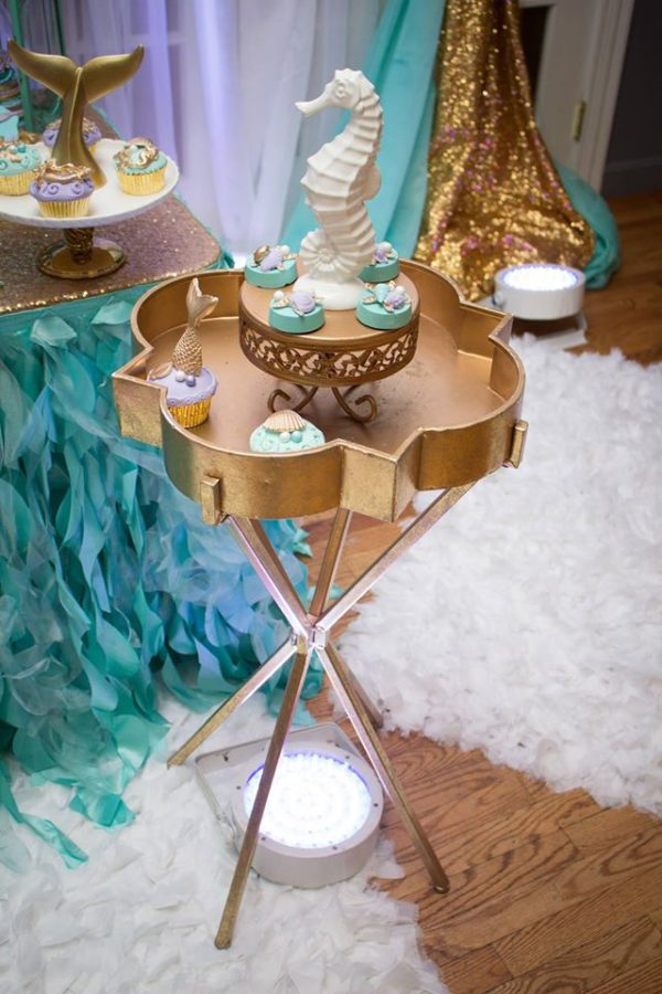 blue-green-under-the-sea-baby-shower-golden-table