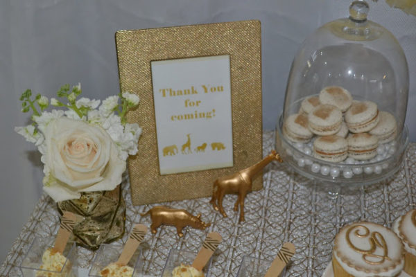 golden-chic-safari-baby-shower-macarons