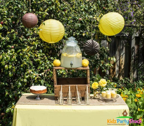 backyard-bumblebee-baby-shower-dessert-station