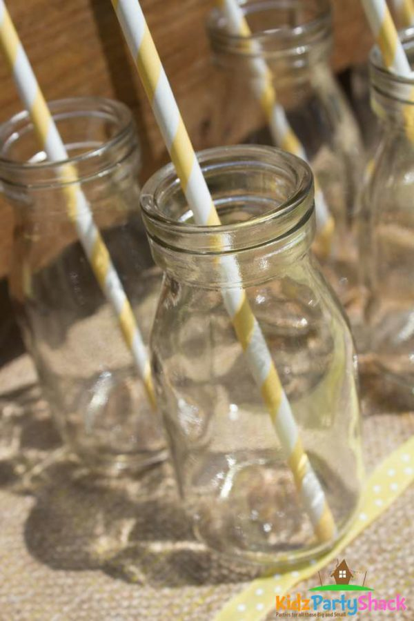 backyard-bumblebee-baby-shower-mason-jars