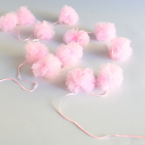 tulle-garland-for-princess-themed-party