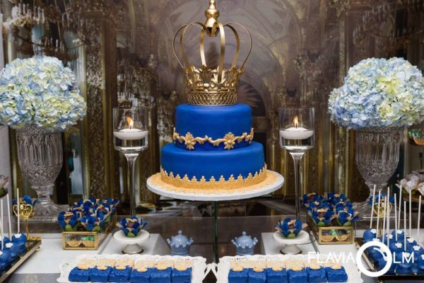 royal-blue-and-gold-prince-shower-cake