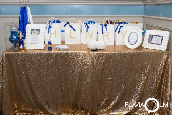 royal-blue-and-gold-prince-shower-gift-table