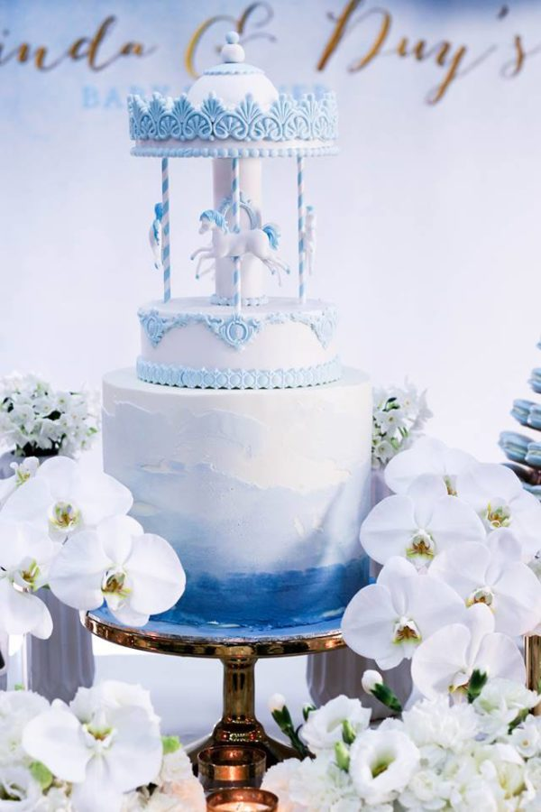 luscious-blue-and-gold-shower-horse-cake