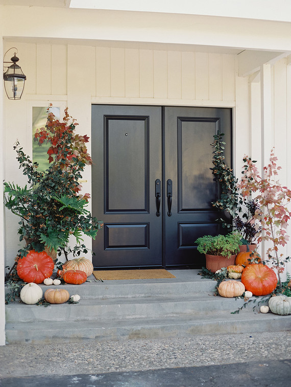 fall-in-california-baby-shower-entryway-pumpkins