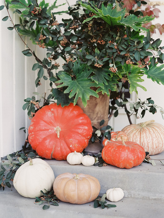 fall-in-california-baby-shower-pumpkin-decorations