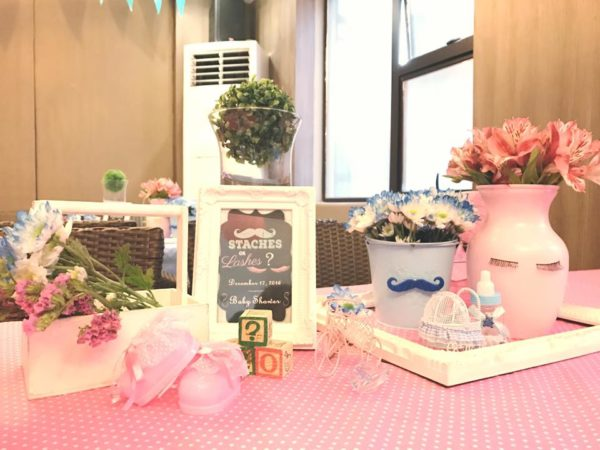 mustache-or-eyelash-baby-shower-gender-reveal-decorations