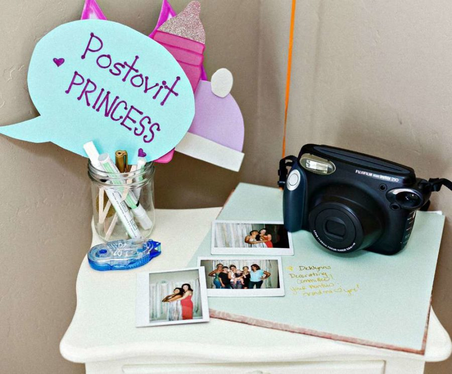 blooming-baby-shower-photo-station