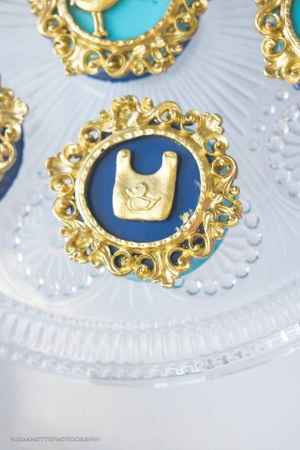 chic-blue-baby-shower-bib-cupcake