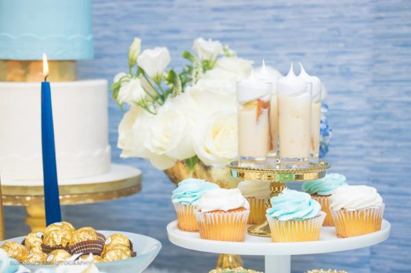 chic-blue-baby-shower-colored-cupcakes