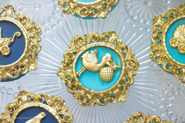 chic-blue-baby-shower-pelican-cupcake