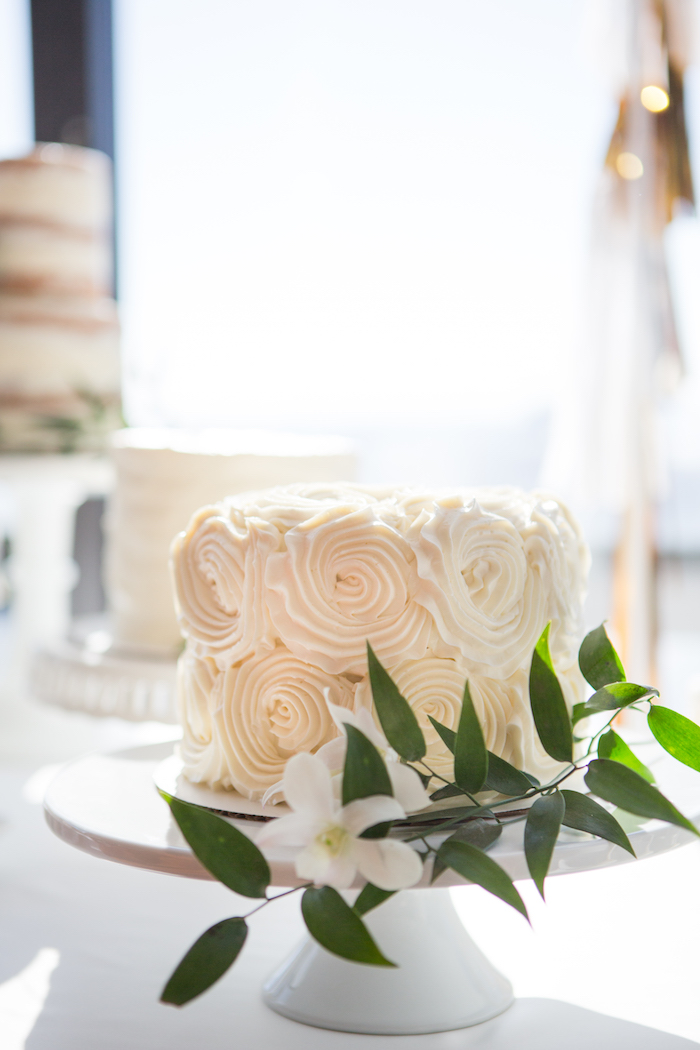 shimmering-chic-baby-shower-cake-stand