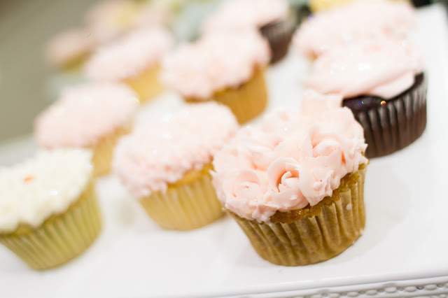 floral-tea-party-baby-shower-cupcake