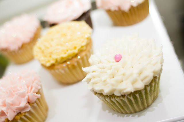 floral-tea-party-baby-shower-cupcakes