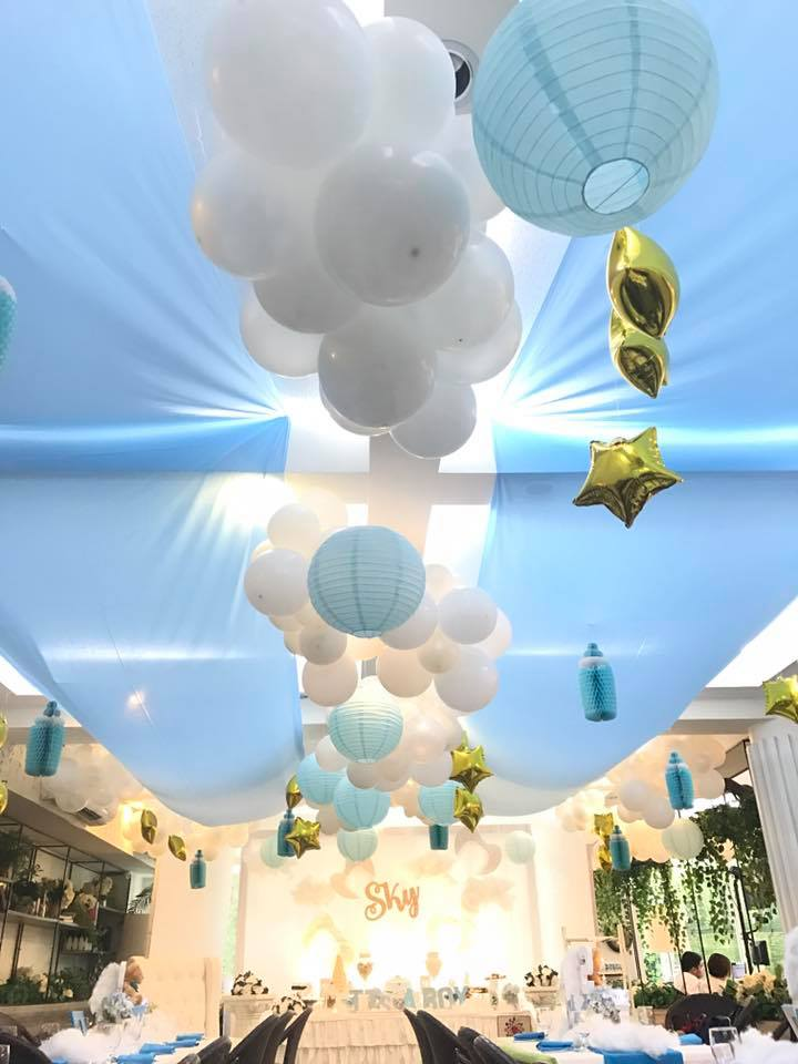 sky-blue-baby-shower-guest-tables