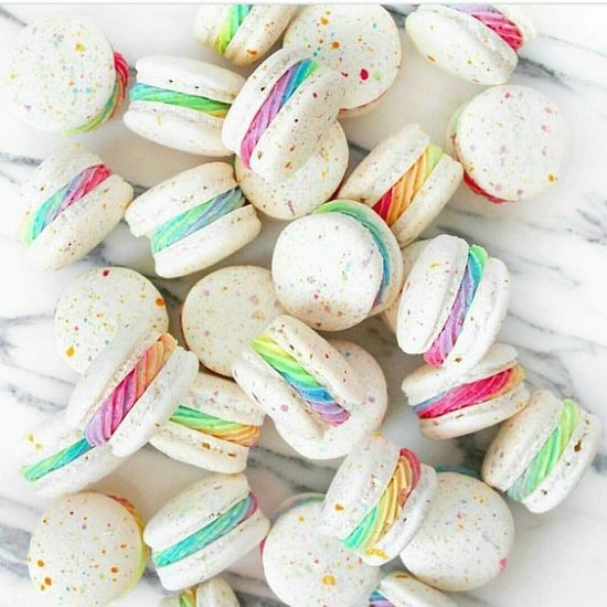 rainbow-unicorn-macarons