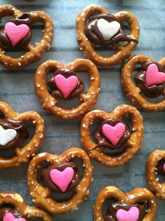 valentines-day-pretzel-heart-center