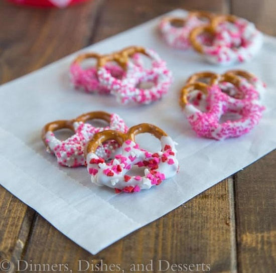 valentines-pink-chocolate-dipped-pretzels
