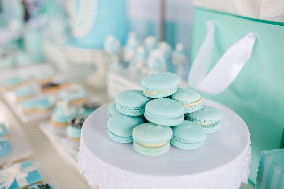 breakfast-at-tiffanys-tea-party-macarons