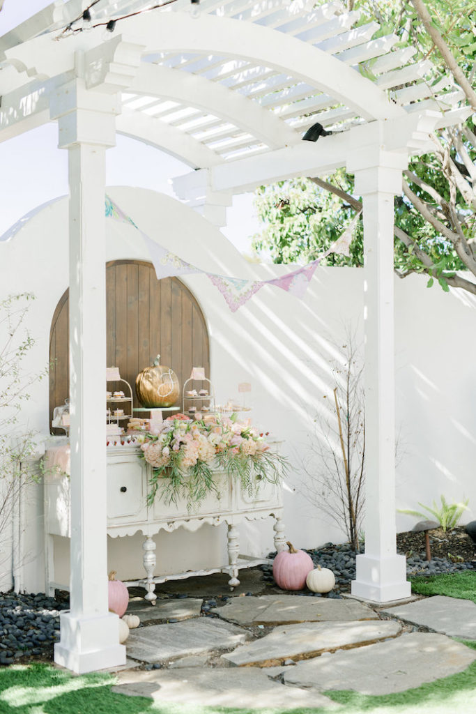 pretty-little-pumpkin-baby-shower-archway