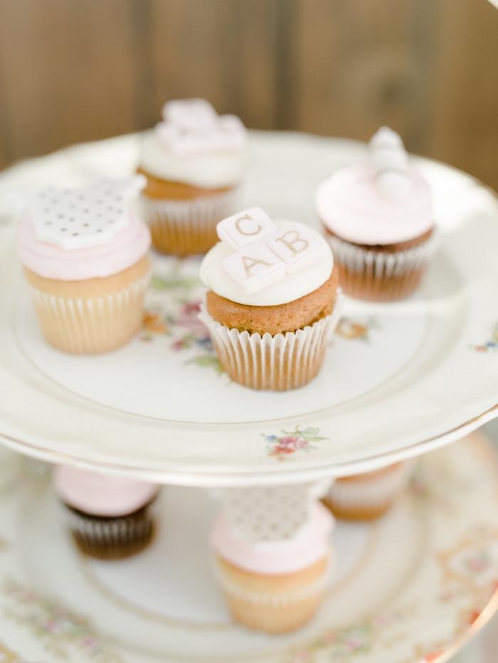 pretty-little-pumpkin-baby-shower-cupcakes