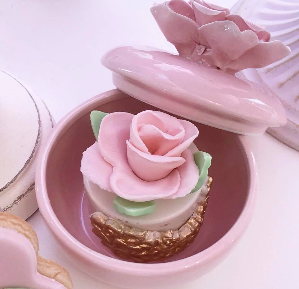 pretty-pink-and-floral-baby-shower-flower-treat