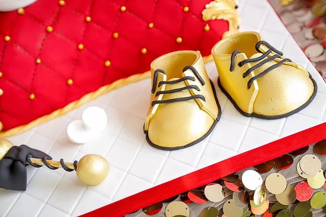 red-and-gold-royal-prince-baby-shower-cake-gold-raffle-and-shoe