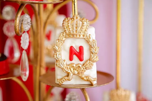red-and-gold-royal-prince-baby-shower-crown-treats