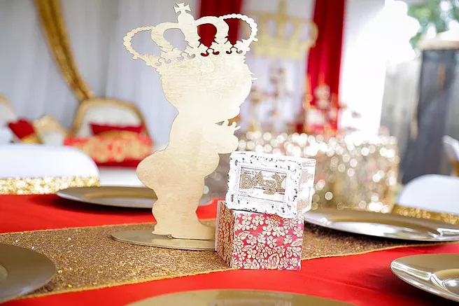 red-and-gold-royal-prince-baby-shower-table-decoration