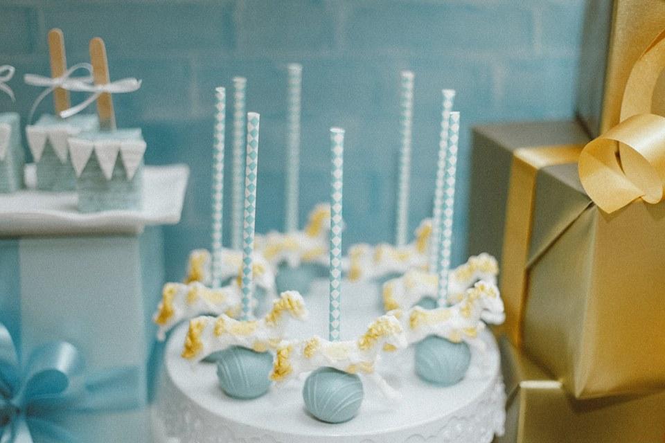blue-carousel-baptism-baby-shower-cakepops
