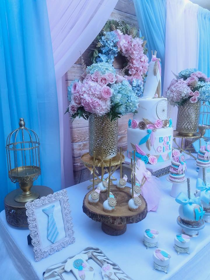 boho-gender-reveal-party-blue-pink-flowers