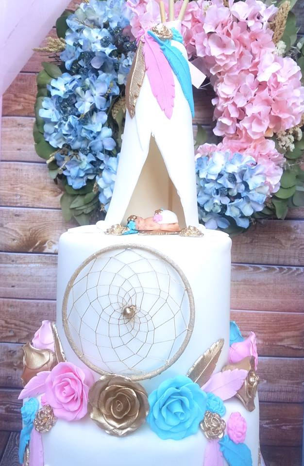 boho-gender-reveal-party-dream-catcher-cake