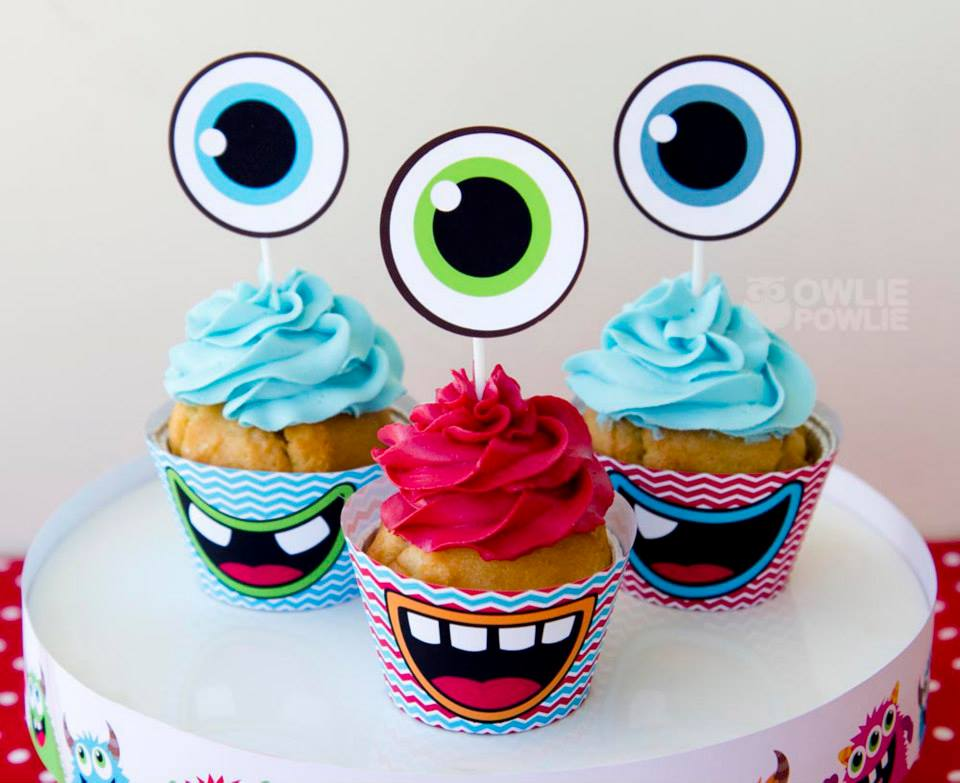 monster-bash-baby-shower-cupcakes-with-eye-toppers