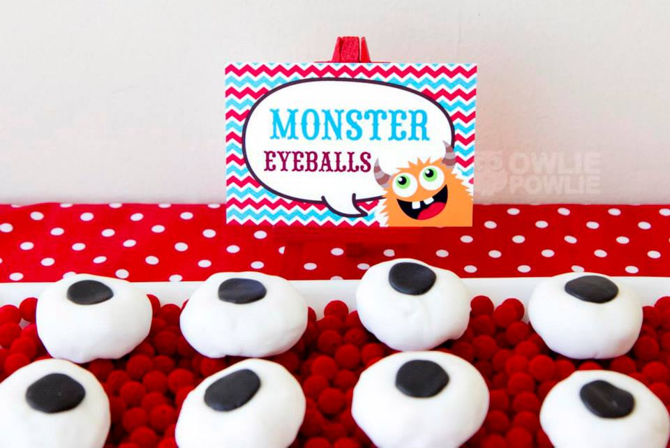 monster-bash-baby-shower-food-idea-eyeballs-marshmallows
