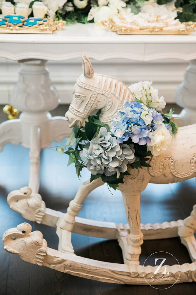 rocking-horse-with-blue-hydrangea