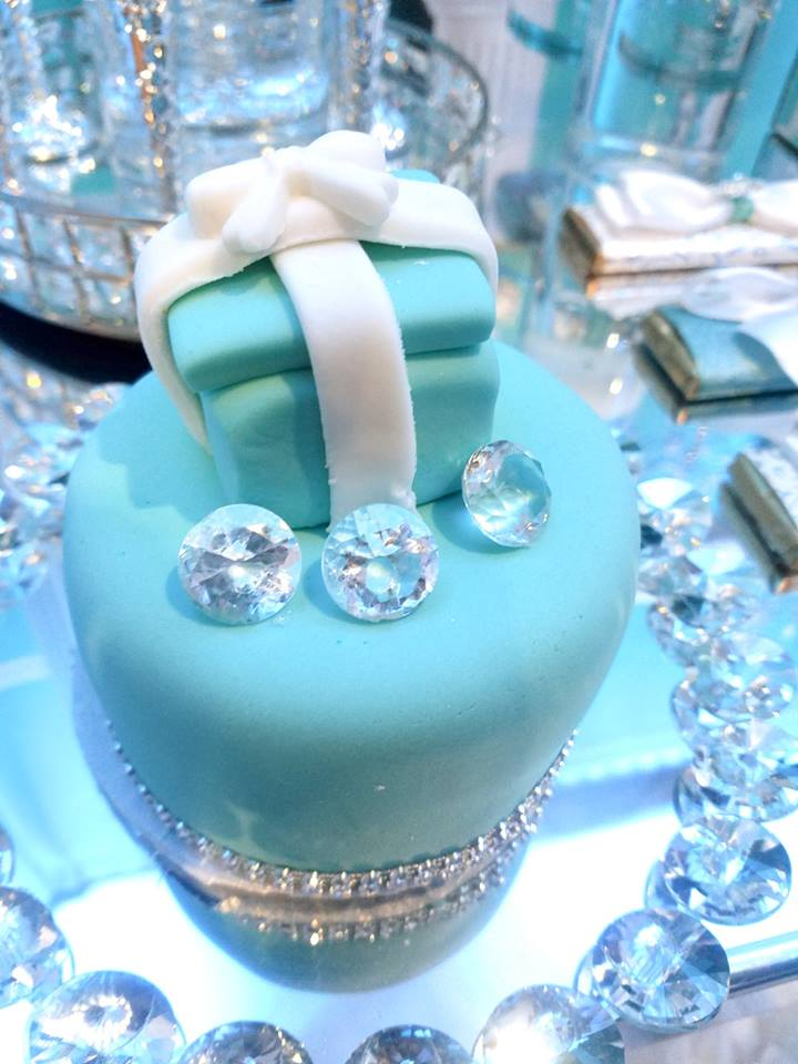tiffany-baby-shower-ideas-pearls-cake-tiffany-blue